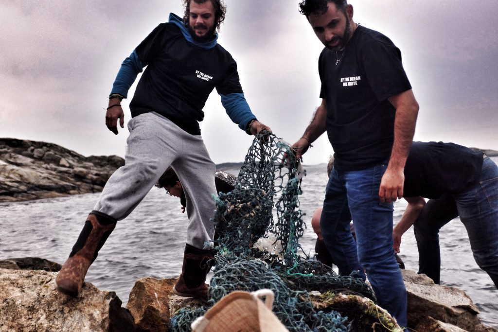 Zwerfafval opruimen tijdens Noorwegen expeditie
